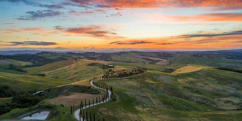 En slingrande väg i Toscana Tuscany
